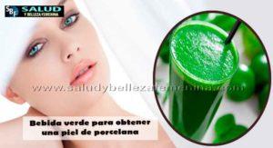 Bebida verde para obtener una piel de porcelana